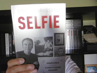 Stan nam zelf een selfie... met zijn boek 'Selfie'!