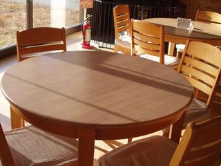 ゴム集成材(積層材)のカフェテーブルの天板
