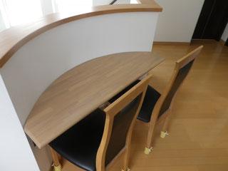 ゴム集成材のカウンターテーブル