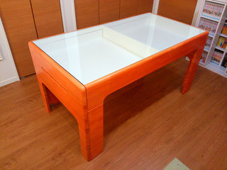 メルクシパイン集成材のショーケース付きオリジナルテーブル