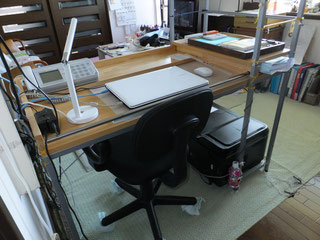 ゴム集成材のパソコン机上落下防止枠