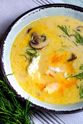 Kulajda - böhmische Pilzssuppe mit Dill und pochiertem Ei