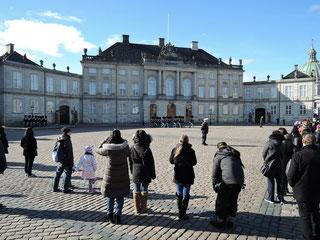 Wachwechsel an Schloss Amalienborg in Kopenhagen. Foto: C. Schumann, 2019