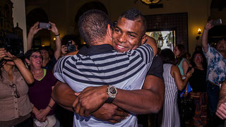 Nella foto Yasiel Puig rientra per la prima volta a Cuba (Rob Tringali/MLB)