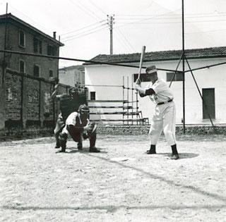 Nella foto Aurelio Sarti in battuta al campo delle Fiamme d'Oro di Bologna