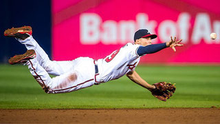Nella foto Andrelton Simmons shortstop dei Braves (Pouya Dianat/Atlanta Braves/Getty Images)