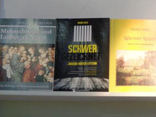Erspäht: Veröffentlichungen unserer Mitglieder zwischen den Werken anderer Landesverbände. Foto: O. Guntner