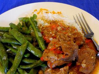 Ziegenfleisch Gulasch mit grünen Bohnen und Reis