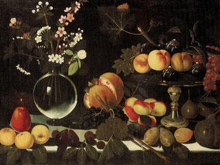 Maestro di Hartford, Alzatina con fichi, pesche e uva, vaso di fiori e frutta su tavolo. Galleria Estense, Modena