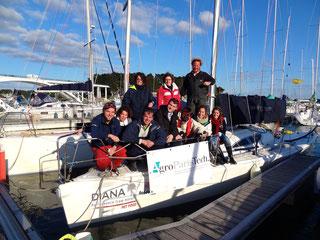 Un des objectifs de notre association est de participer à des régates étudiantes comme le Spi Ouest France. Ici l'équipage qui participa à l'édition  2015.