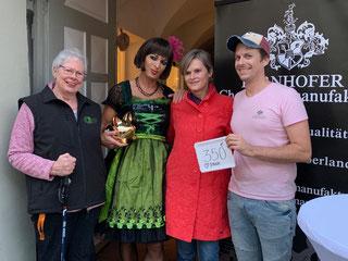 Von links nach rechts: Eliane Roth, Drag Queen Clara, Ingrid Schnaller und Georg Bernhofer