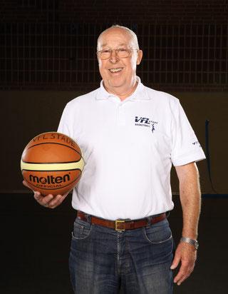 Auch mit 80 Jahren noch fit wie ein Turnschuh: Rudi Steinkamp. (Foto: Farah)
