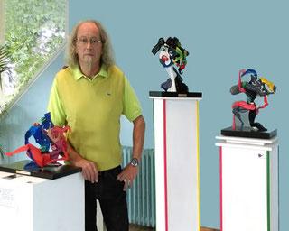 Robert LE BIEZ au milieu de ses œuvres