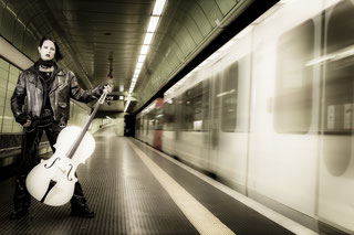 Ravienne Art Model - Foto, Cello, U-Bahn, Gothic, Lisbeth Salander, Millennium