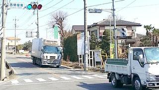 西明屋東信号を右折、群馬バス方面に50mほど進むと左側に青い天神川の(あお看板)が見えてきます。