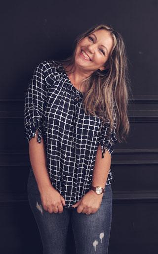 Monika Mansour, Autorin, Tätowiererin