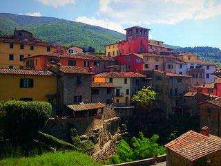 Italien, Urlaub, Toskana, Loro Ciuffenna, Dorf, bunt, Sonne, Radreisen, Velotraum, Radfahren
