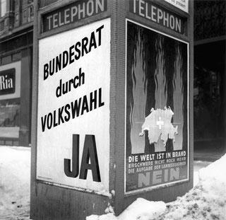 Plakate der SP für ihre Volkswahl-Initiative von 1942