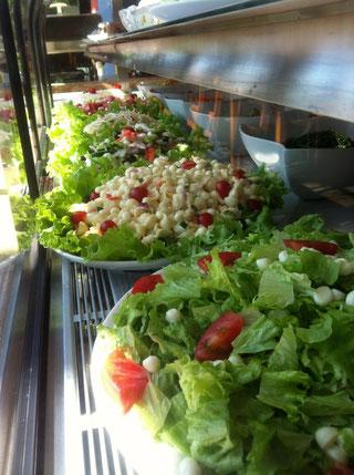Choupanaでは、常時15〜6種類のサラダをご用意しております。もちろんこちらも食べ放題!