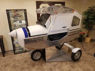 Mit dem Flugsimulator Charly von iTAKEOFF hebt man ab, ohne den Boden unter den Füßen zu verlieren.