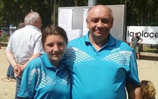 Zoey und Helmut vom SSC mit neuen Vereinsjerseys