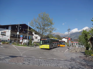 Bild Bushaltestelle Dorf Tirol