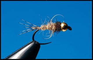 Lepre e peacock   Amo: da ninfa standard dal #18 al #14 Coda: fibre di pernice Corpo: pelo di lepre Torace: Ice Dub Peackok  Rib: tinsel oro