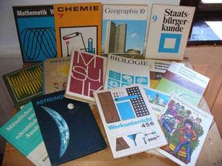 einige Schulbücher aus DDR Zeiten