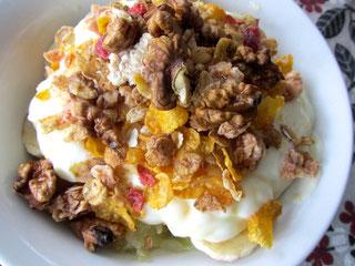 庭から収獲のクルミやグレープフルーツたっぷり朝食