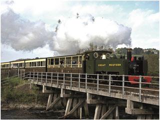 Historischer Dampfzug Vale of Rheidol Railway auf einer Brücke © Crown copyright (2019) Cymru Wales