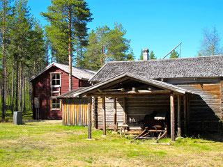 ein altes verlassenes Dorf am Rande der Tundra