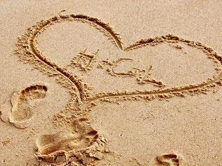 Liebeserklärung im Sand