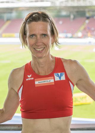 Elisabeth Pöltner-Holkovic holt sich auch den 800m Rekord!