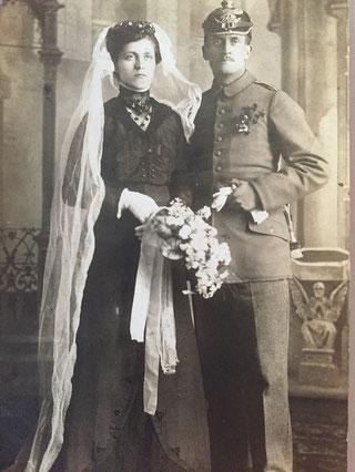 August und Elfriede Kiesel bei ihrer Hochzeit 1917. (Foto: Privatbesitz Dieter u. Hanni Kiesel)