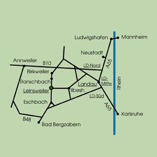 Karte mit den Eckpunkten Annweiler, Bad Bergzabern, Karlsruhe und Ludwigshafe auf der mögliche Anfahrtswege nach Leinsweiler zu sehen sind.