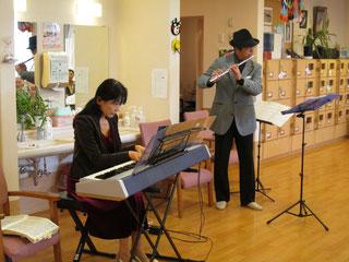 Takano&Miyukiでは、日本の秋の歌を演奏