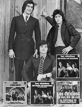 Los Chichos, Julio Jero y Emilio posando.  (Madrid, 1974). Abajo los 3 primeros singles, 1973/ 1974