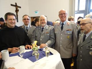 Das Foto zeigt die Abordnung der Reservisten der Kreisgruppe Rhein-Neckar-Odenwald. (Bild: Gerd Teßmer)