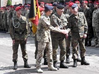 Die Bataillonsübergabe erfolgte per Handschlag.