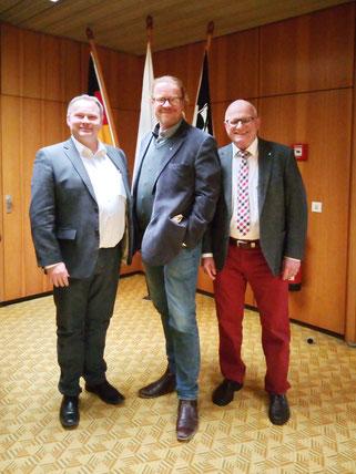 Cornelius Sturm (Mitte) mit dem Vorsitzenden der SPD-Fraktion Thomas Bauske und Stadtdirektor Ulrich Pfeifer