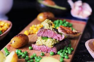 Steak mit Avocado Salza und Olivenöl Oligarto