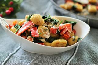 Gnocchi mit Spinat, Paprika und Mascarpone mit Olivenöl Oligarto