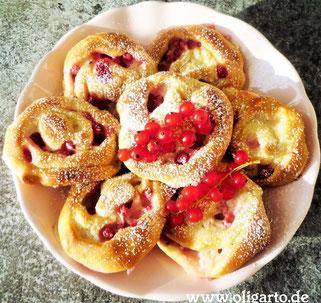Heferolls mit Johanisbeeren und Pudding Oligarto Rezepte