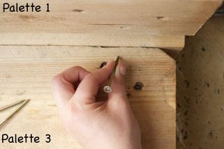 Anleitung für ein cooles und bequemes Paletten-Sofa! Balkon Upcycling leicht gemacht.