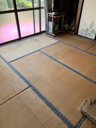 畳替え前の和室