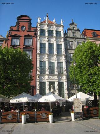 Wunderschönes Gdansk (Danzig): Der vergleichende Blick auf historische Fotografien offenbart zuweilen  Abweichungen im Verhältnis Original / Rekonstruktion. Der Wiederaufbau der 1945 zu 90% zerstörten Altstadt war eine Mammutaufgabe