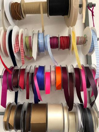 Schleifen, Bänder, Rips, Rissband, Stoffe