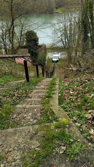 Quelle plongée cette descente d'escalier de Samois