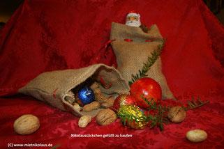 gefüllte Nikolaussäcken als Geschenk für die Weihnachtsfeier