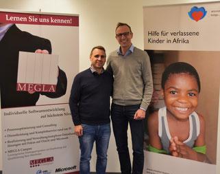 Foto: Julian Dohle, Geschäftsführer bei Megla mit Martin Hümmecke von Mission Kongo e.V.